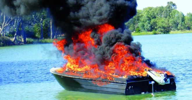 mildura_boat_fire